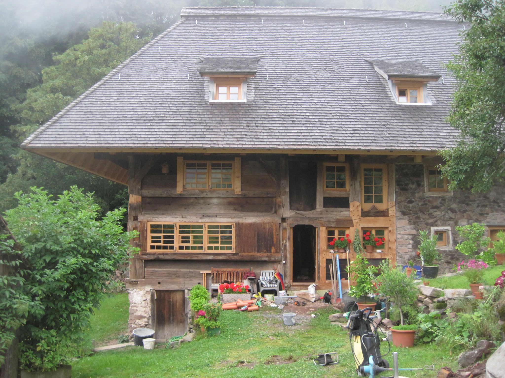 Saniertes Bauernhaus in Hanglage
